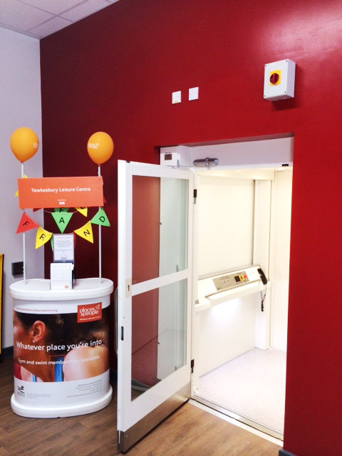 Optimum 100 enclosed platform lift